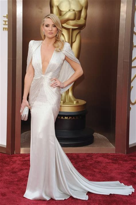 Red-Carpet Wrinkle: Stars Change Clothes Between Awards