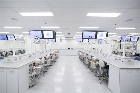 A look inside the Simulation Lab : Dentistry ¦ Focus Online