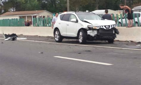 Woman on foot causes crash on I-295, then flees in vehicle